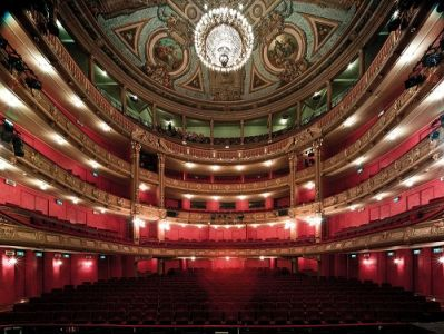 b_450_300_16777215_00_images_artikelfotos_augustus2021_399492-OG_theaterzaal_plafond__seating-975ee4-large-1629363052.jpg